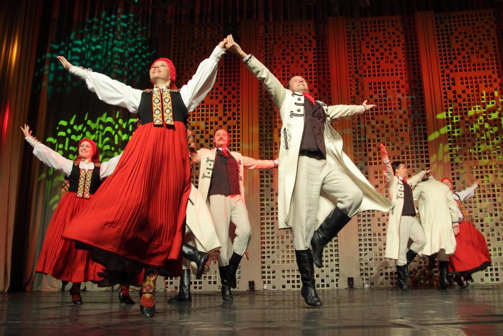"""Tautas deju ansambïa """"Dancis"""" 65 gadu jubilejas koncerts.(Rîgas Kongresu namâ)"""
